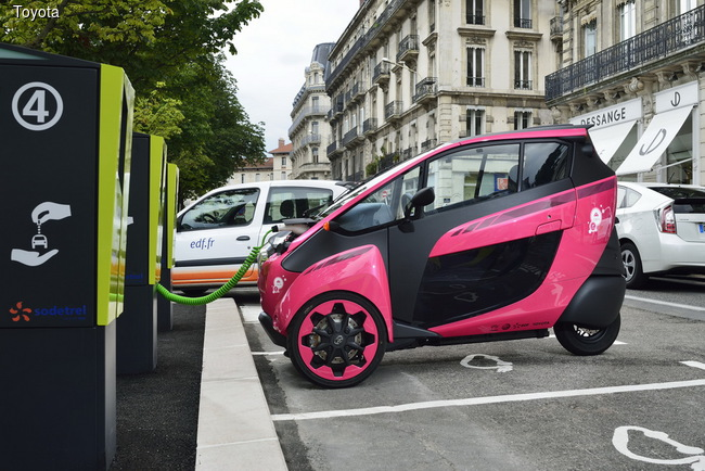 Toyota запускает в эксплуатацию электромобили i-ROAD и COMS