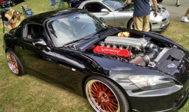 Американские тюнеры запихнули мотор от Viper в Honda S2000