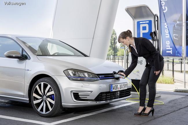 Volkswagen выводит на европейский рынок гибридный Golf GTE