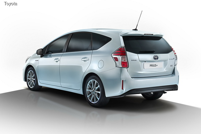 Toyota провела модернизацию гибридного компактвена Prius+