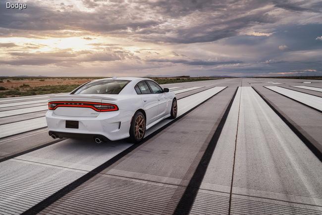 Dodge Charger SRT Hellcat выходит на охоту