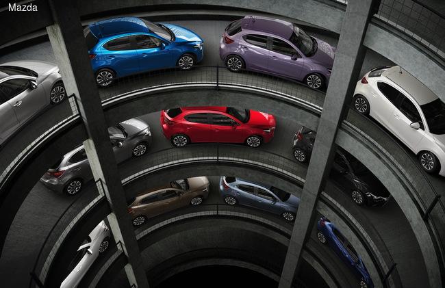 Для модели будут предложены 10 ярких цветов кузова, в том числе Dynamic Blue и Smoky Rose