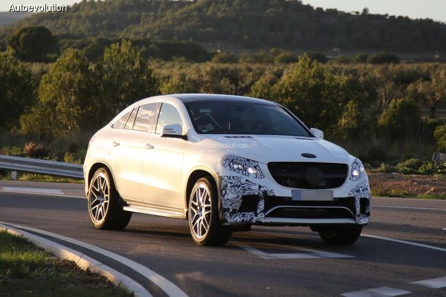 Кроссовер Mercedes-Benz GLE Coupe попал в объективы без «камуфляжа»