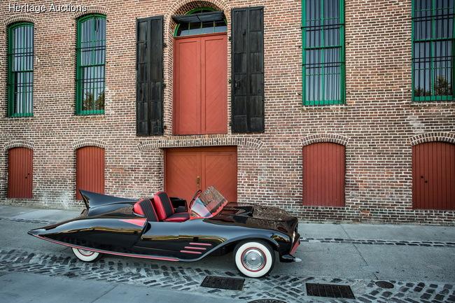 Уникальный «Бэтмобиль» продадут с аукциона
