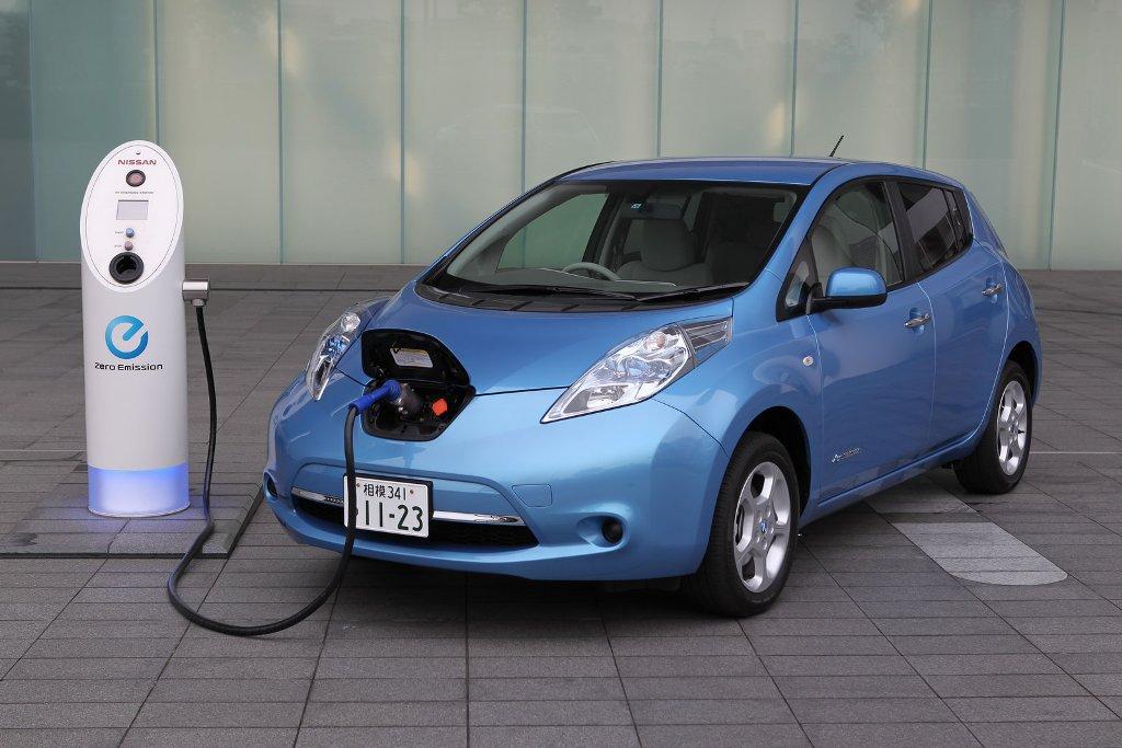 Картинки по запросу Электромобиль ниссан leaf