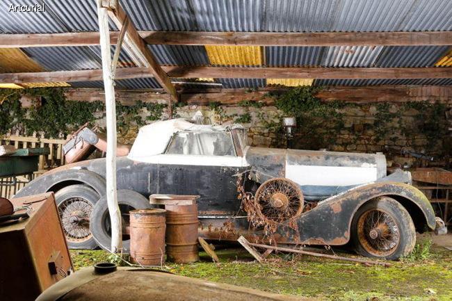 60 уникальных автомобилей были найдены в заброшенном имении во Франции