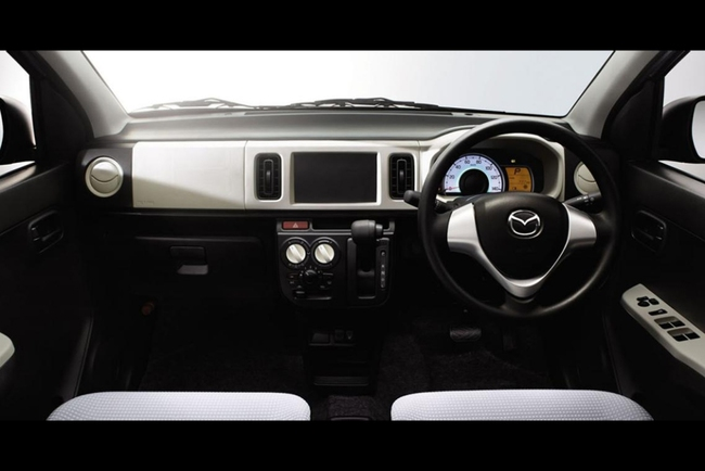 Mazda показала экономичный городской хэтчбек