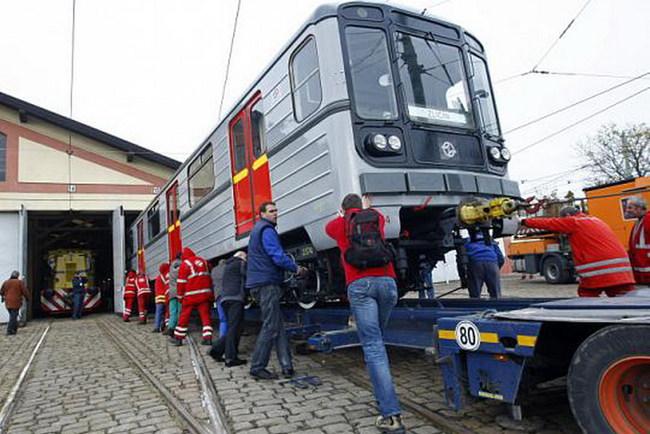 Транспортировка вагона метро