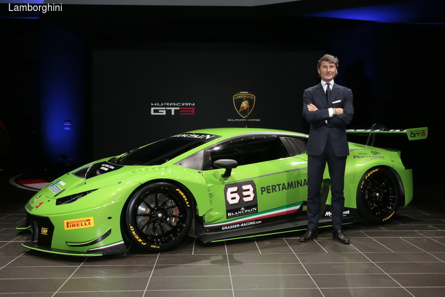 Руководитель Lamborghini Стефан Винкельман лично презентовал новый гоночный болид на торжественной церемонии в штаб-квартире компании.