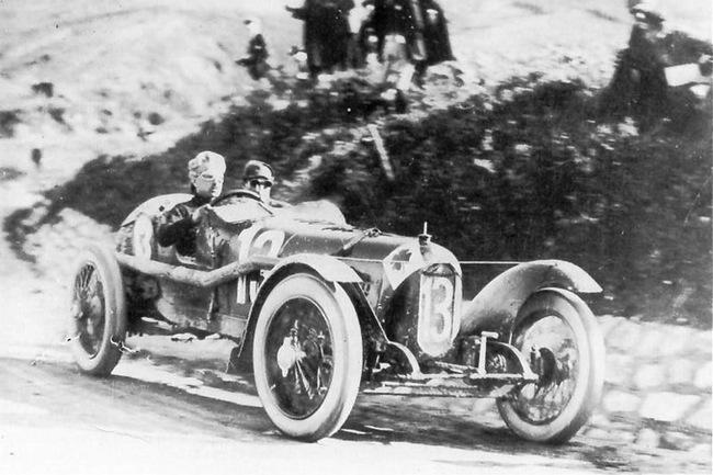 Уго Сивоччи и его Alfa Romeo на гонке Targa Florio в 1923 году.