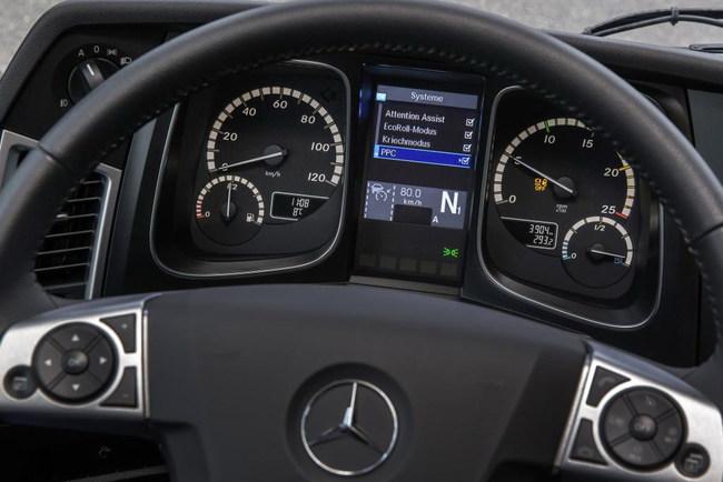 Грузовики Mercedes-Benz