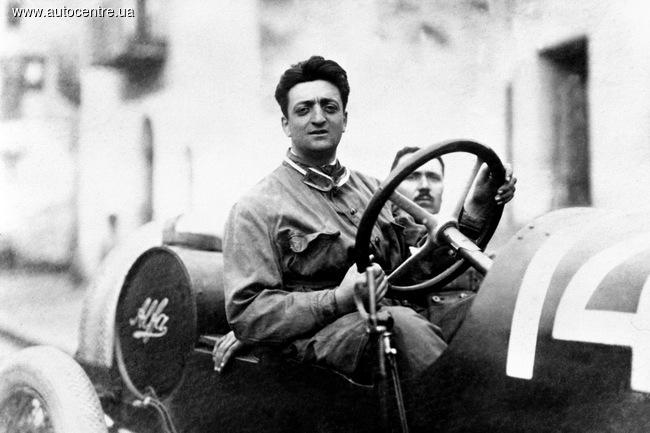 Энцо Феррари за рулем гоночной Alfa Romeo