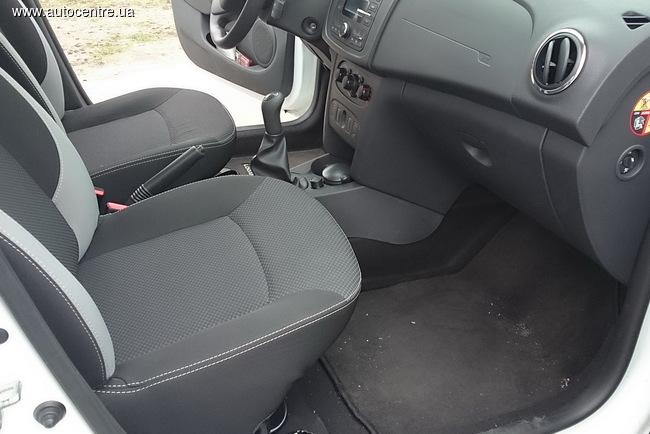 седан Renault Logan