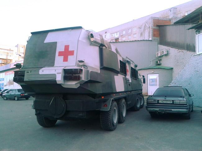 На Днепропетровщине ездит необычная амфибия-госпиталь (+ВИДЕО)