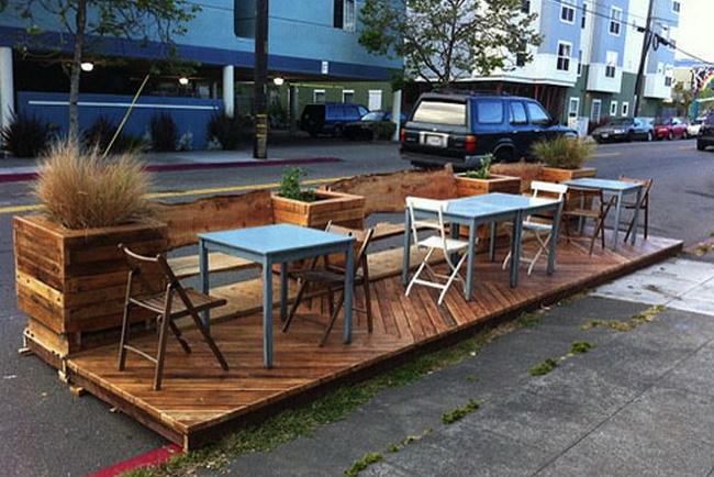 В Киеве часть парковочных мест могут заменить на летние кафе
