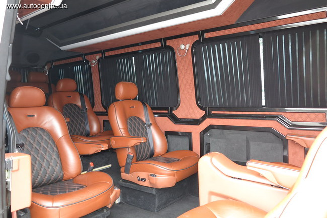 Mercedes-Benz показал в Киеве новейшие развозные авто