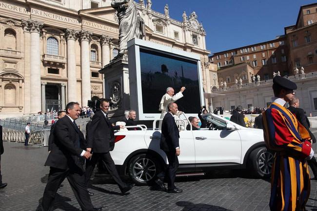 Ватикан получил новый «Папамобиль»