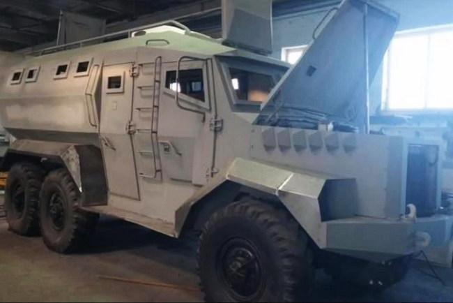 В Киеве построили бронеавтомобиль «Годзилла»