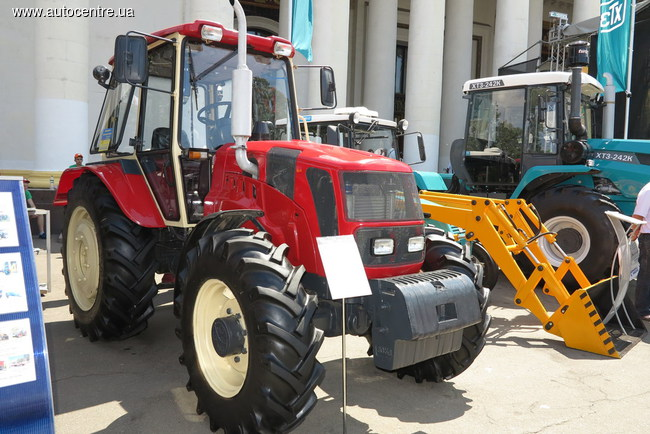 Колесный трактор ЮМЗ-1024Н