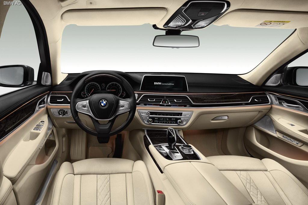 Компания BMW официально представила новое поколения 7-Series
