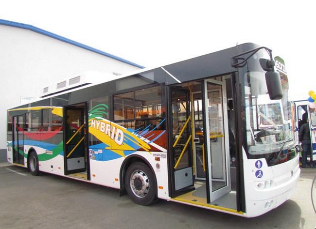 «Богдан» презентует гибридный автобус