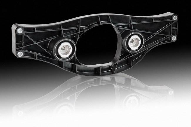 Специалисты компании ContiTech Vibration Control и концерна BASF разработали для Mercedes-Benz S-класса первую в мире конструкцию с пластмассовой поперечной балкой в приводе заднего моста.