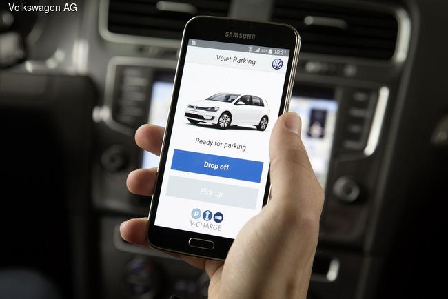 Volkswagen научил машины парковаться и подзаряжаться без водителя