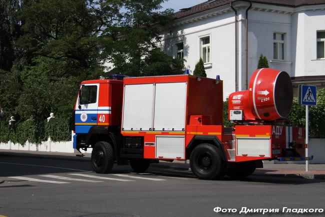 автомобиль дымоудаления на шасси МАЗ-530905.