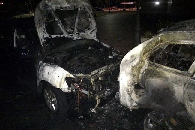 В Киеве снова поджигают автомобили