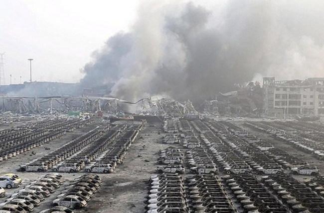 Взрывы в Китае уничтожили сотни автомобилей