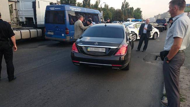 Полиция оштрафовала Суркиса за спецсигналы