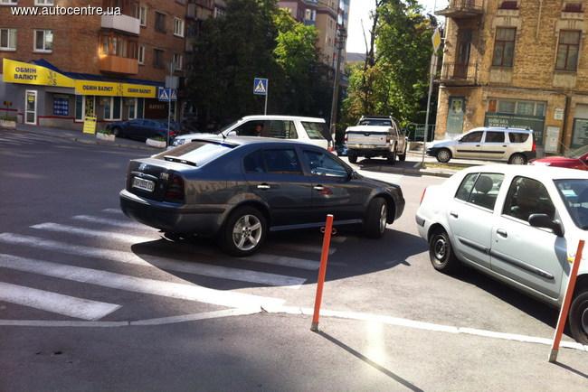 Парковка по-донецки: только на пешеходном переходе
