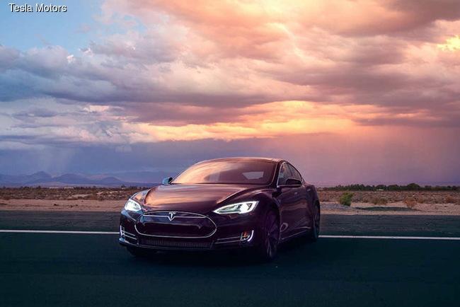 Электромобили Tesla получили «автопилот»