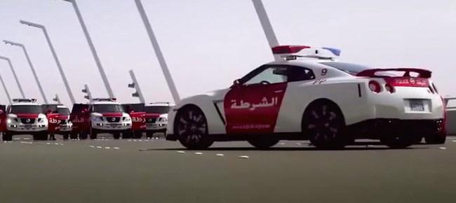Полицейский Nissan GT-R не оставил шансов Ferrari 458