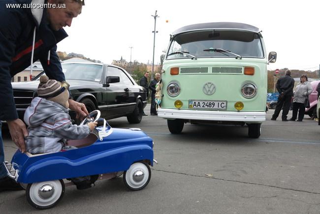 День автомобилиста в Киеве: парад автобусов и грузовиков