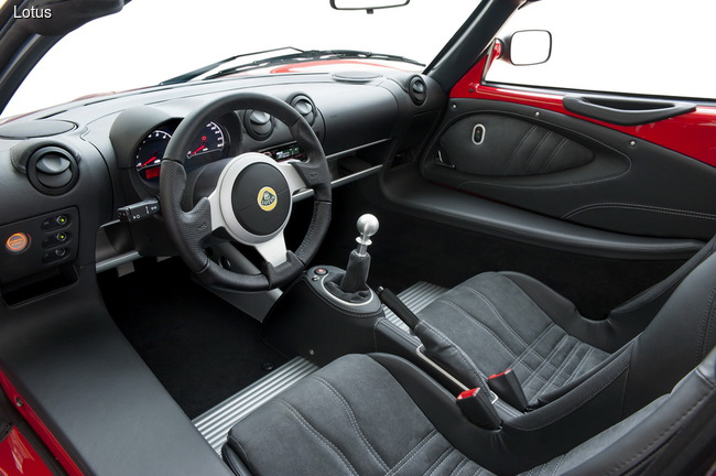 Lotus представил два новых спорткара