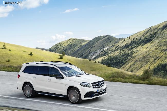 На смену Mercedes-Benz GL пришел обновленный GLS