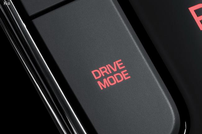 Kia представила обновленный седан Cerato