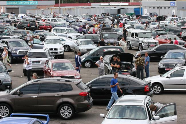 Украинцы массово распродают автомобили премиум-класса