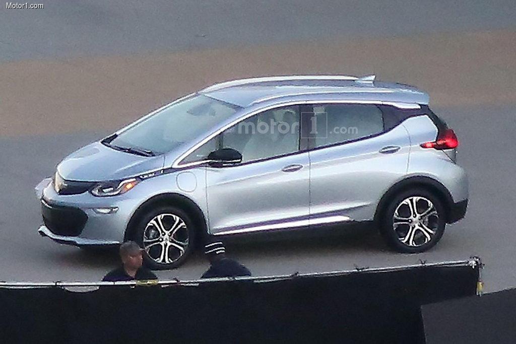 Электромобиль Chevrolet Bolt меняет имя и внешность
