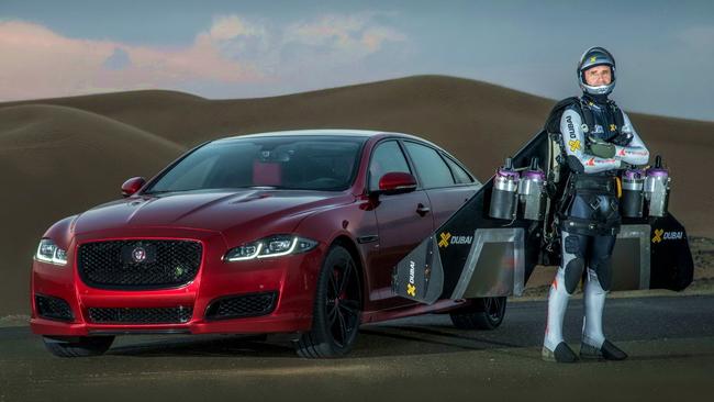Jaguar XJR решил обогнать реактивный Джетмен (+ВИДЕО)