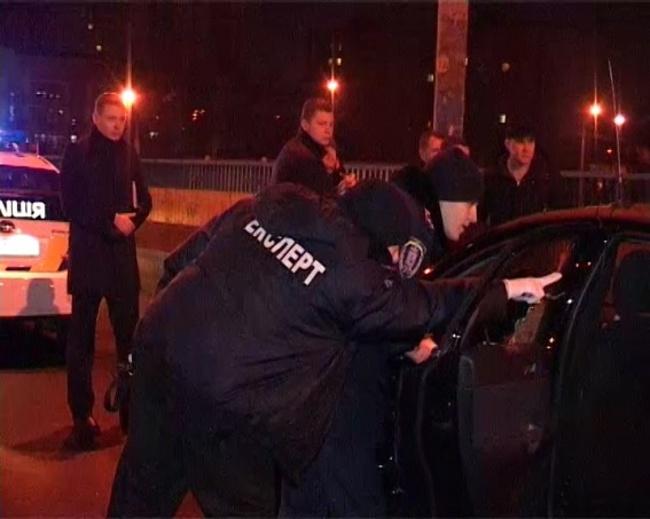 В Киеве автомобиль такси расстреля прямо на ходу