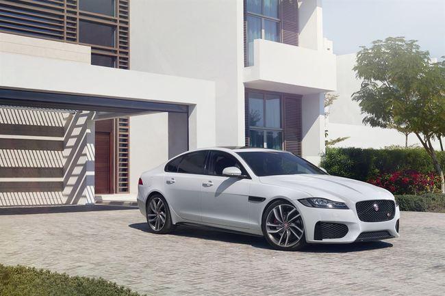 Jaguar XE и новый XF получили пять звезд в рейтинге Euro NCAP