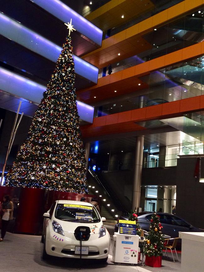 Nissan Leaf зажег елку в Токио