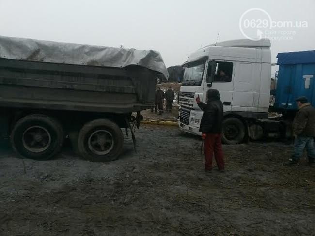 Фура протаранила газопровод под Мариуполем