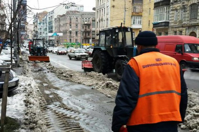 В Киеве активно эвакуируют автомобили