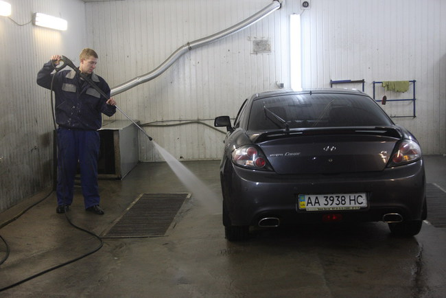 Три причины помыть машину в сырую погоду
