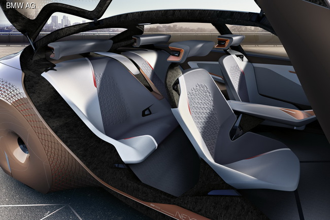Компания BMW отметила 100-летие эффектным концептом