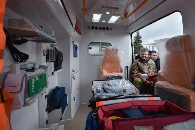 Президент помог Донетчине медицинскими автомобилями