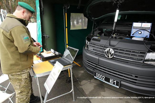 Пограничники показали, как могут ремонтировать автомобили (+ВИДЕО)
